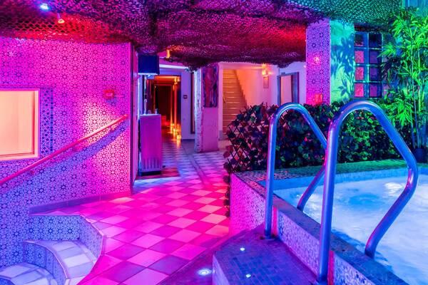 sauna libertin à Paris : le caméléon